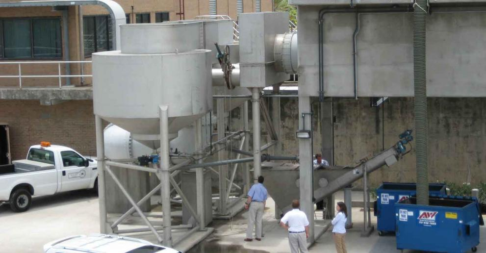 Grit King® is a compact, unpowered wastewater solids removal system